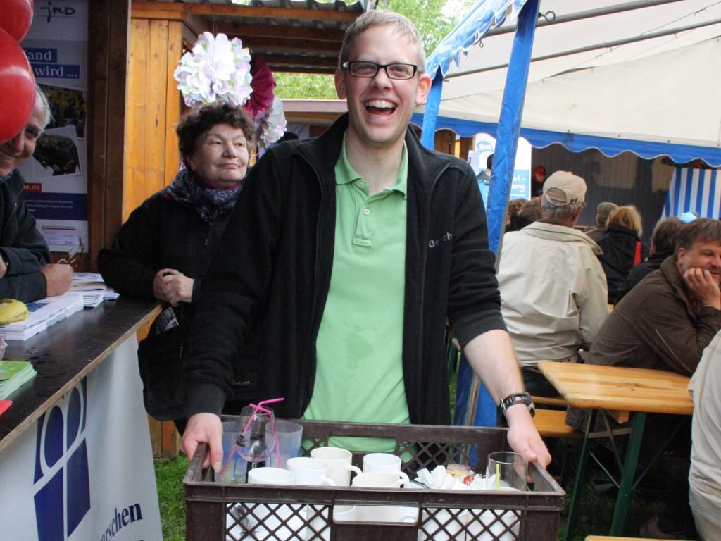 """Der """"Abwaschservice"""" freut sich schon auf eine neue Herausforderung beim Fest der Kulturen (Foto: Sabine Kolz)"""