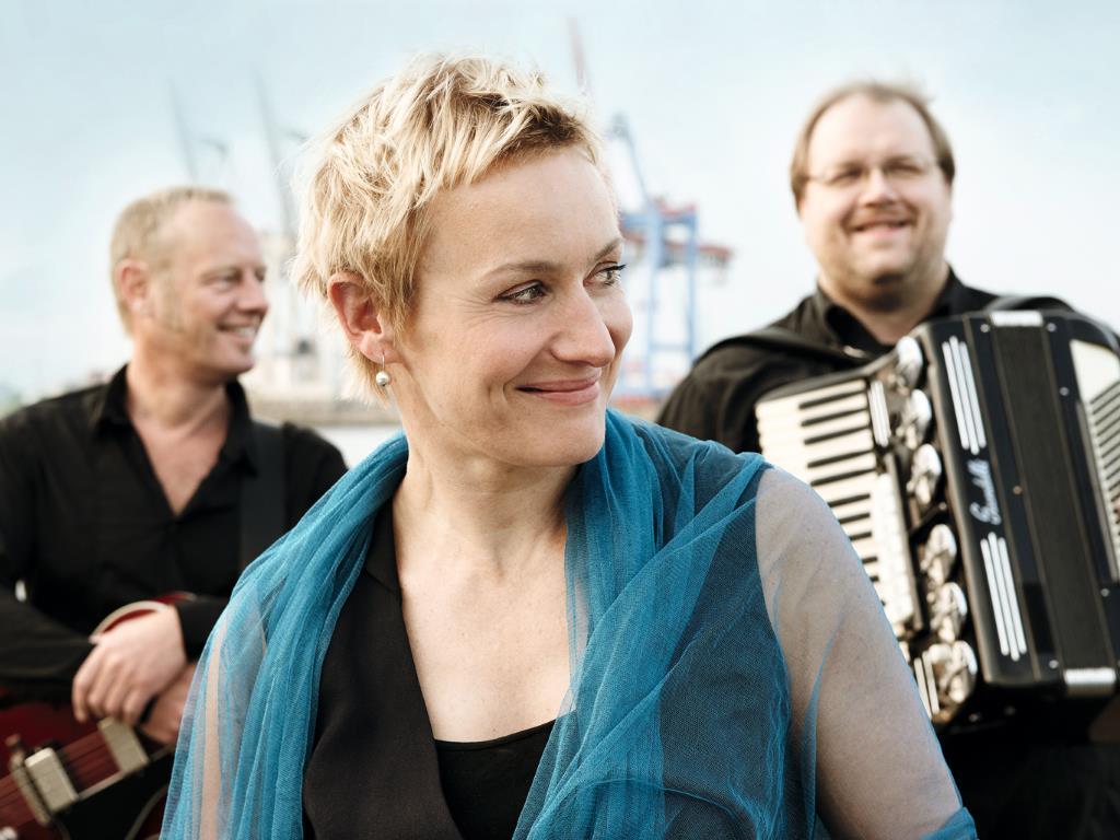 Als Showact auf dem Sommerfest: Hafennacht – Chansons mit Seegang (Foto: Michael Heinsen)
