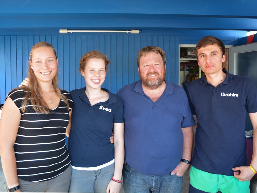 Das Bufdi Team 2015 wieder vereint mit dem Chef und Seemannsdiakon Leon Meier (es fehlt Melina auf dem Bild)