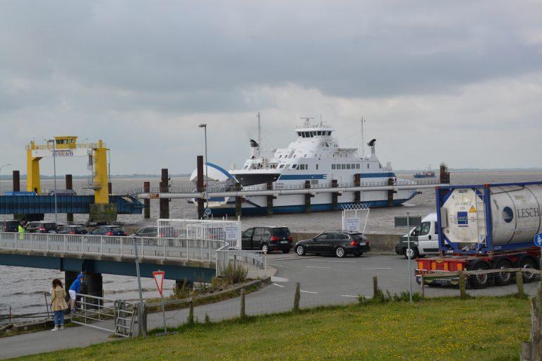 Die Verbindung Brunsbüttel - Cuxhaven ist eingestellt. Die beiden ehemaligen Elbefähren liegen zurzeit in Wewesfleth