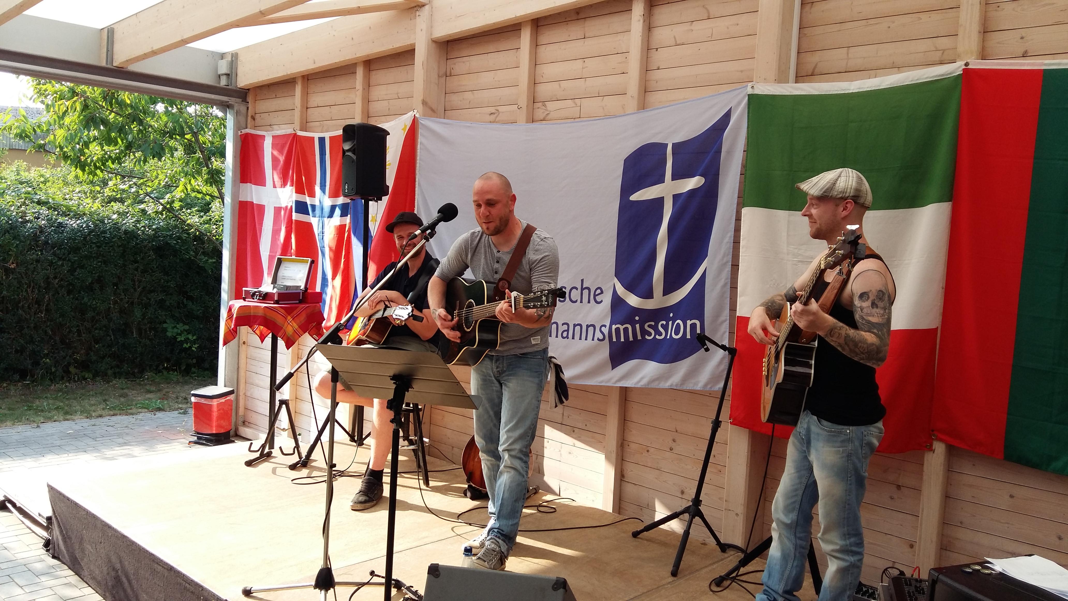 Die Band Marno Howald aus Bremen bei ihrem Auftritt bei der Künstlerbörsein der Seemannsmission.