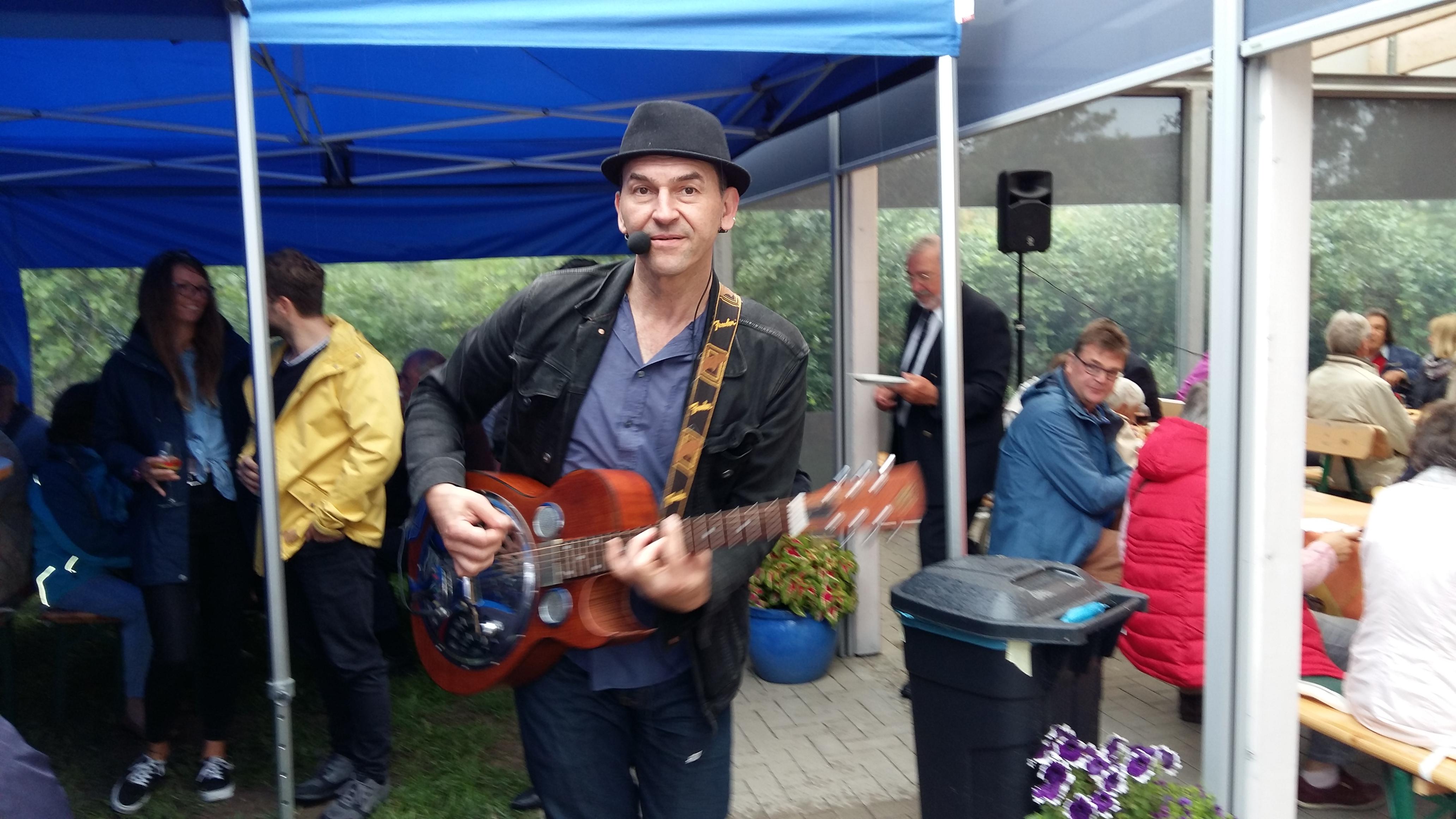Michel Onetwo sorgte mit zünftigem Rock'n'Roll für Stimmung.