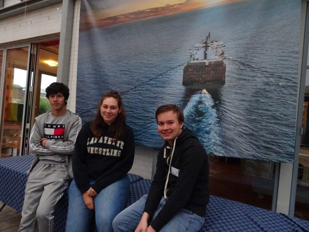Die drei neuen Bufdis der Seemannsmission Brunsbüttel (von links) Akmaljon Rustamov, Niklas Kölln und Kira Thomsen.