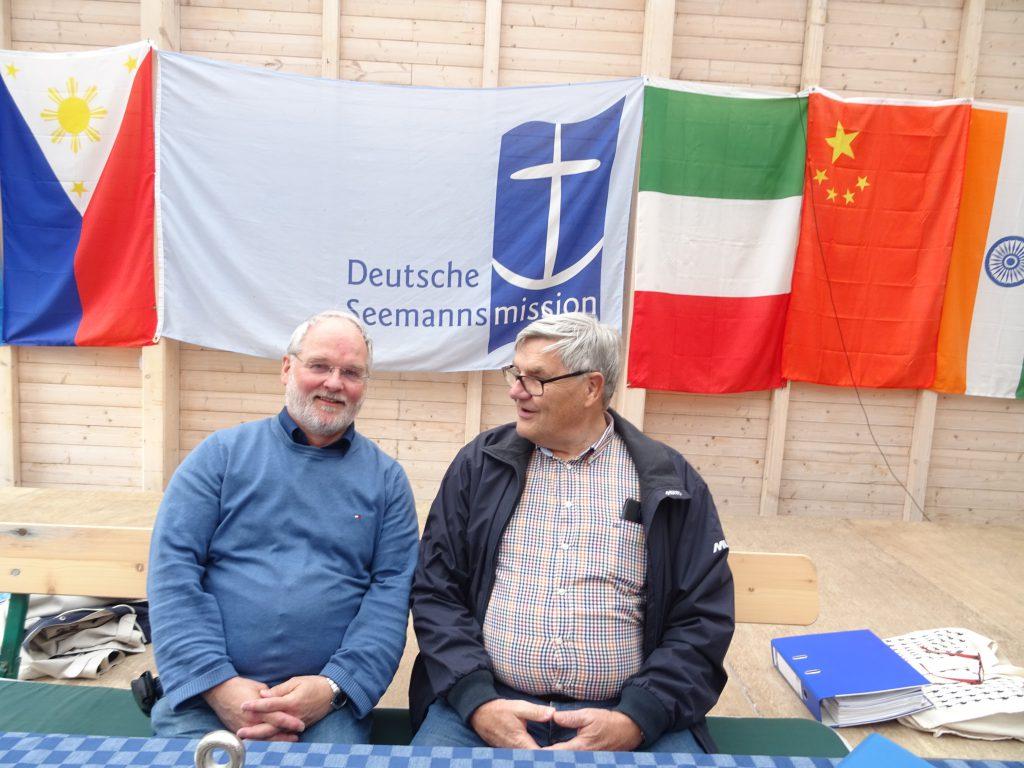 Wolfgang Deters, Vorsitzender der Seemannsmission (links) und Knut Frisch, Vorsitzender des Fördervereins.